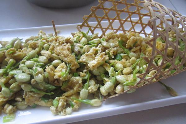 槐树花炒蛋的做法