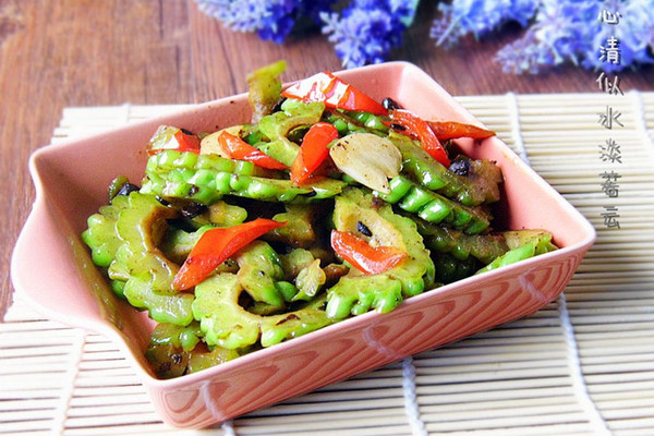 尖椒豆豉炒苦瓜的做法