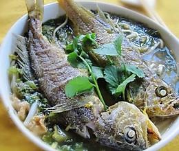 雪菜油渣黄鱼面的做法