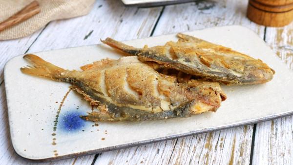 煎鲳鱼的做法
