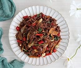 #入秋滋补正当时# 小炒黄牛肉,鲜嫩爽滑,香辣下饭的做法