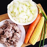 冬瓜玉米排骨汤的做法图解1