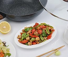 青红椒炒鸡腿肉的做法