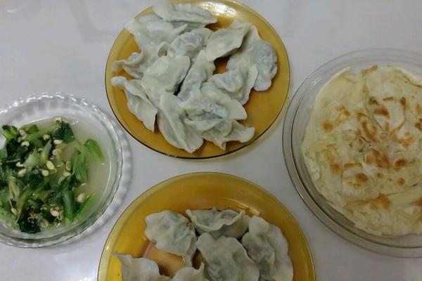 芹菜饺子晚餐的做法