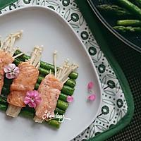 三文鱼金针菇卷佐黑椒芦笋#宜家让家更有味#的做法图解10