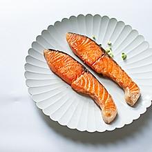 盐味煎三文鱼-禁欲系日式料理,巧用盐烹煮食物