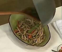 猪颈肉炒茶树菇的做法