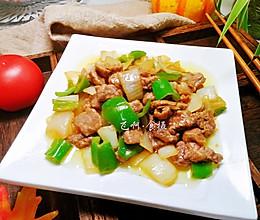 青椒洋葱炒牛排粒的做法