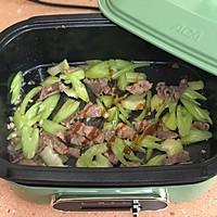 芹菜炒肉片的做法图解5