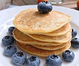 #换着花样吃早餐#简单好吃的香蕉松饼pancake的做法