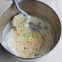 奶香软排包的做法图解2