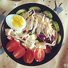 鸡胸肉水果蔬菜沙拉