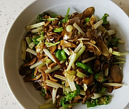 芹菜炒牛肝菌的做法