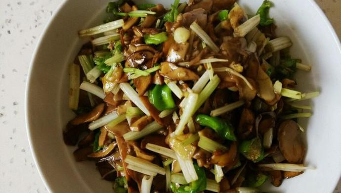 芹菜炒牛肝菌
