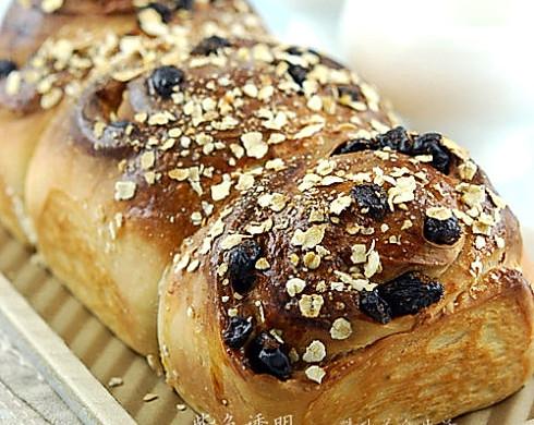 鲜奶燕麦葡萄干汤种面包
