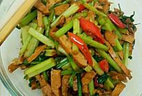 香干炒香芹菜的做法