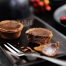 最喜欢吃甜品了,可是好怕胖哦——来个特别小的巧克力挞吧?