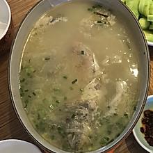 火腿萝卜丝鲫鱼汤