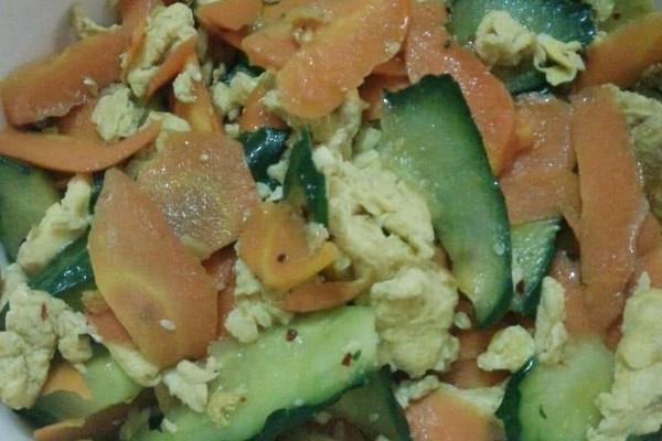 黄瓜胡萝卜炒鸡蛋的做法