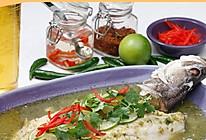 青柠辣汁泰式蒸鲈鱼的做法
