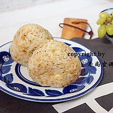 快手营养早餐——藜麦鸡蛋肉松饭团