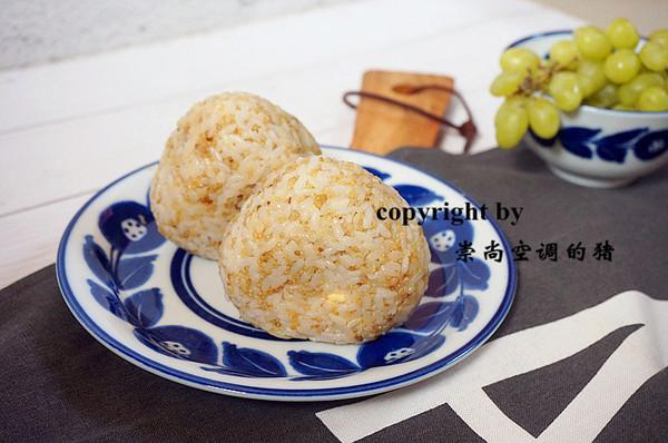 快手营养早餐——藜麦鸡蛋肉松饭团的做法
