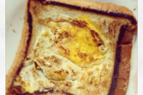 V字仇杀队鸡蛋面包的做法