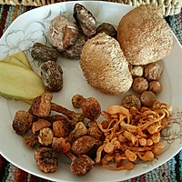 猴头菇养胃鸡汤的做法图解1