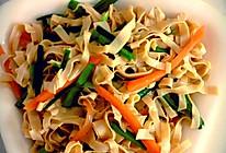 #夏日素食# 蒜苗凉拌干豆腐丝的做法