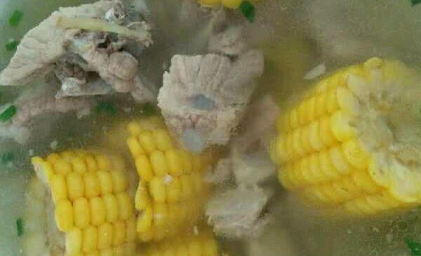 排骨炖玉米汤的做法