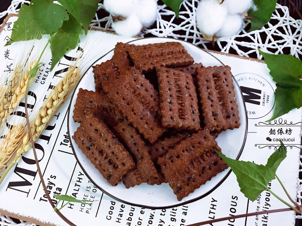 #炎夏消暑就吃「它」#黑全麦黑芝麻苏打饼干的做法