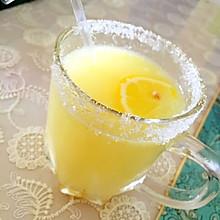 治疗感冒小秘方…蜂蜜柠檬汁