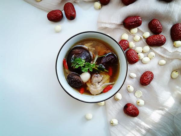 温补香菇鸡汤的做法