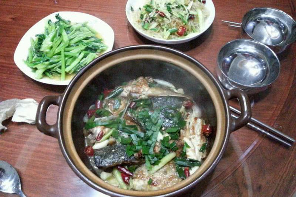 鱼头煲的做法