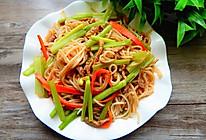 芹菜肉丝炒米线的做法