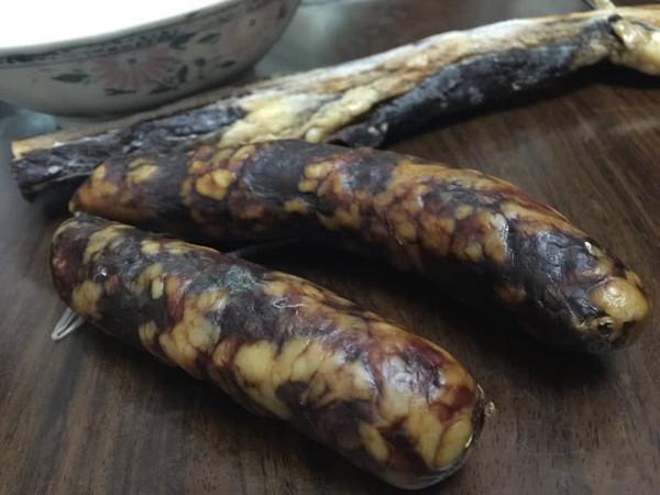 腊肉味腊肠的做法