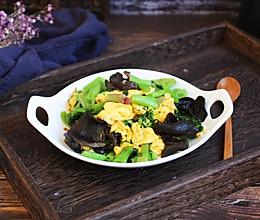 #秋天怎么吃# 菠菜木耳炒鸡蛋的做法