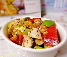 #人人能开小吃店#花生罗勒拌牛油果番茄鸡肉的做法