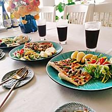 #换着花样吃早餐#早餐:火腿披萨,蔬菜沙拉,杂粮羹