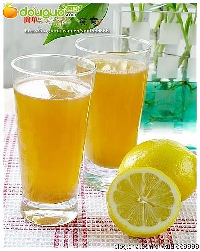 好看好饮的果蔬汁:胡萝卜苹果汁的做法