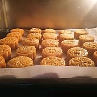 """广式莲蓉&豆沙蛋黄月饼#享""""美""""味#的做法图解17"""