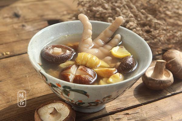 香菇栗子鸡爪汤的做法