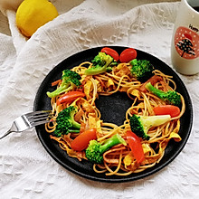 酱油炒意面 哈,你没想到吧#橄榄中国味 感恩添美味#