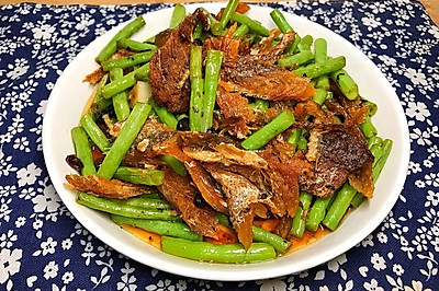 豆豉鲮鱼炒豆角 #春天中的一抹绿色#