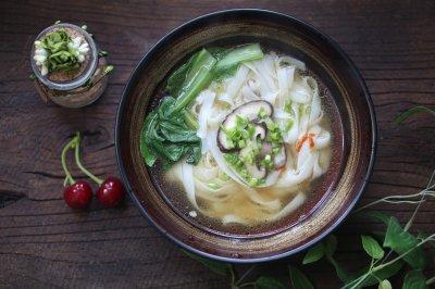 菌菇鸡汤河粉—好吃又简单的不能再简单了!