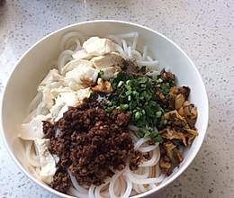 云南小吃一一豆花米线的做法