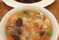 棒骨汤干贝香菇玉米青豆胡萝卜粥 健脾养胃的做法