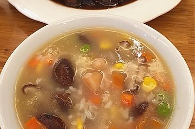 棒骨汤干贝香菇玉米青豆胡萝卜粥 健脾养胃