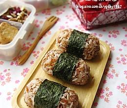 红糙米饭团的做法