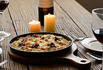 红酒牛肉铁盘焗饭的做法
